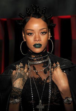 rihanna-green-lipstick-i-heart-radio-awards-main